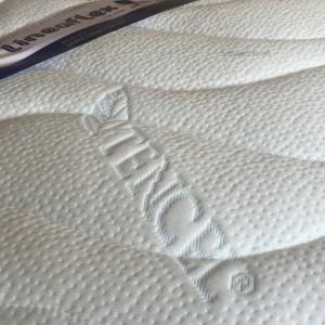 Чехлы Tencel Fresh, изготовленные из итальянского трикотажного волокна на целлюлозной основе, которая намного гигроскопичнее хлопка. Эти чехлы отлично сохраняют тепло, даря уют и комфорт, к тому же являются гипоаллергенными и антистатичными. Стежка выполнена из холлофайбера, а нижняя часть чехлов ‒ из специальной воздухопроницаемой 3D-ткани.